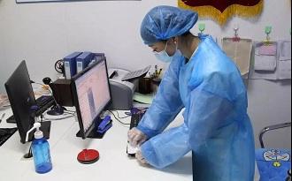 医护人员体温检测